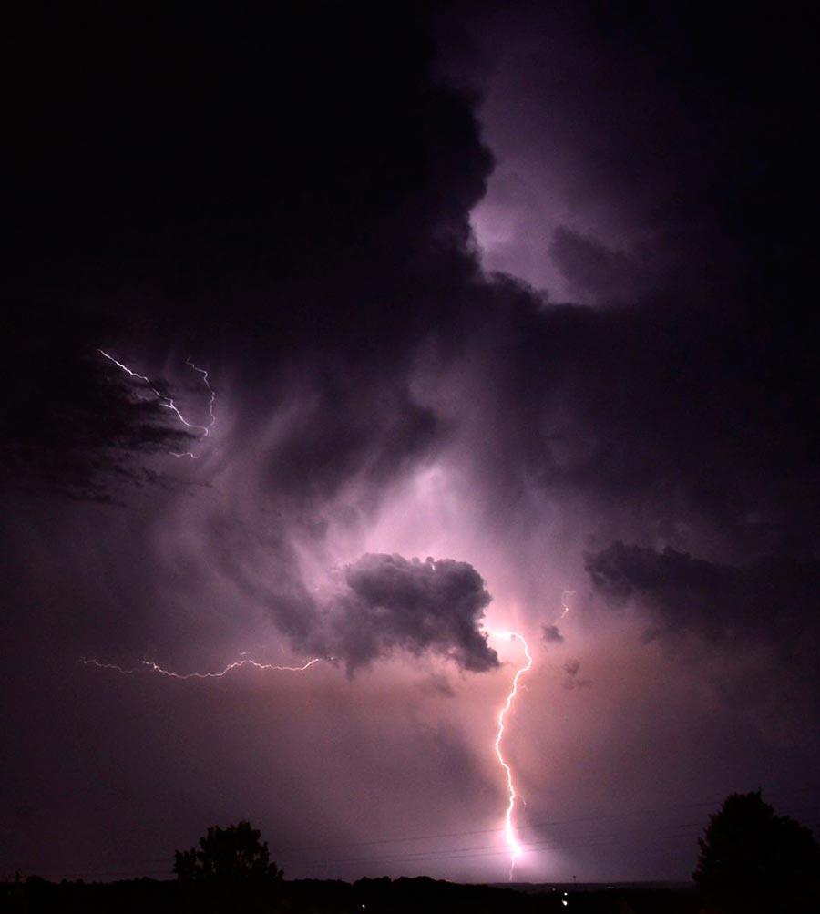 опасные и живописные грозы threat and picturesque thunderstorms