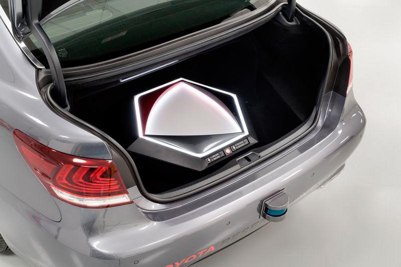 Toyota самоуправляемый автомобиль может видеть на 200 метров вокруг
