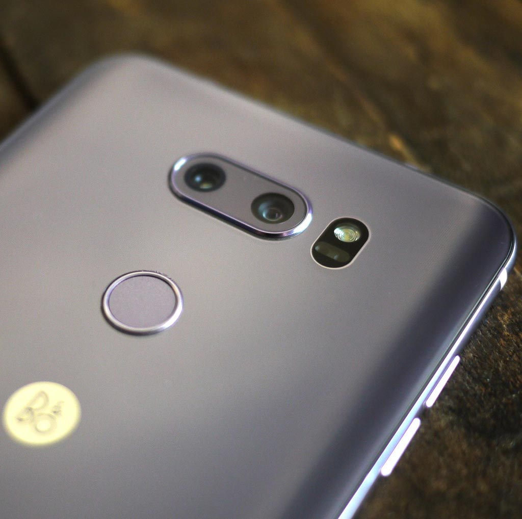 Обзор смартфона LG V30+