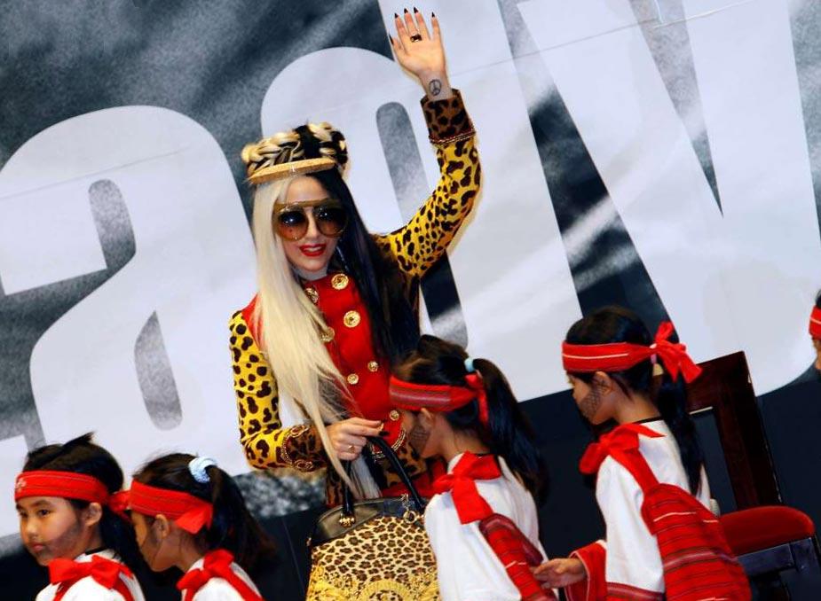 известные личности левши Леди Гага