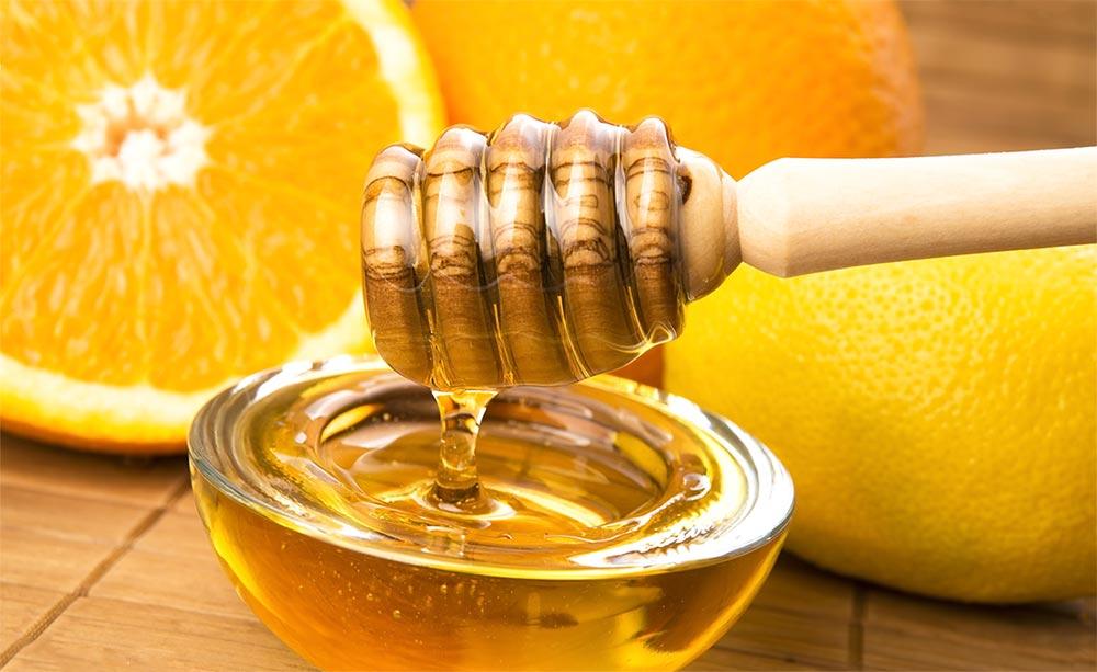 способы от черных точек Мед и лимон