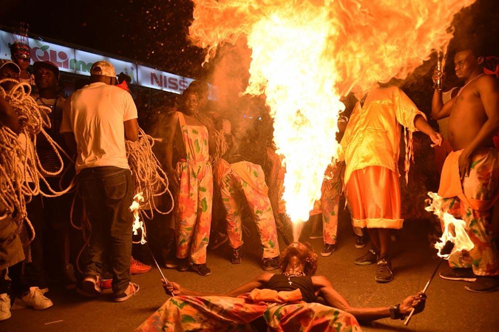 Пожиратели огня Национальный карнавальный парад Порт-о-Пренсе Гаити