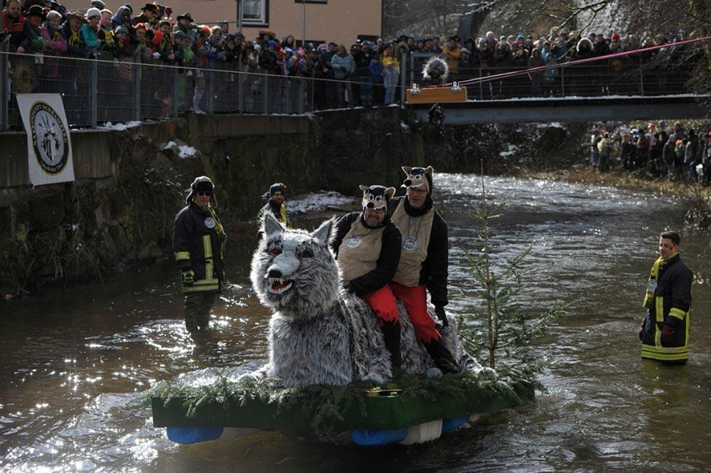 Соревнование на плотах Роуз юго — запад Шварцвальда Шрамберге Германия