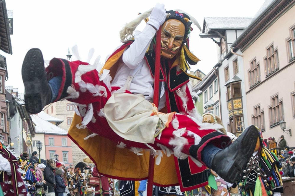 Федерханнес Ротвайл Германия карнавал Нарраспрунг прыжок дураков