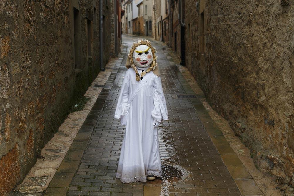 Мекеррейсе провинция Бургос Испания карнавал Эль-Карлаваль Карнавальный петух