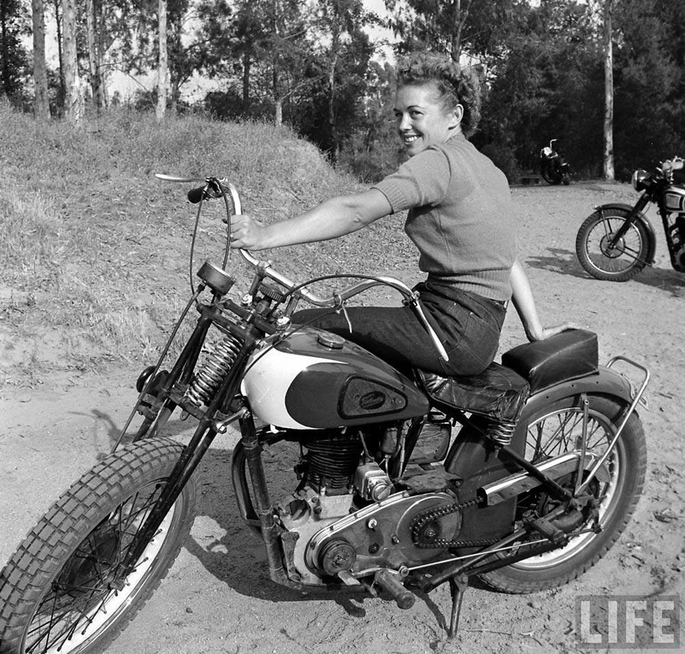 Лумис Дин Loomis Dean  байкерши 1940-х годов