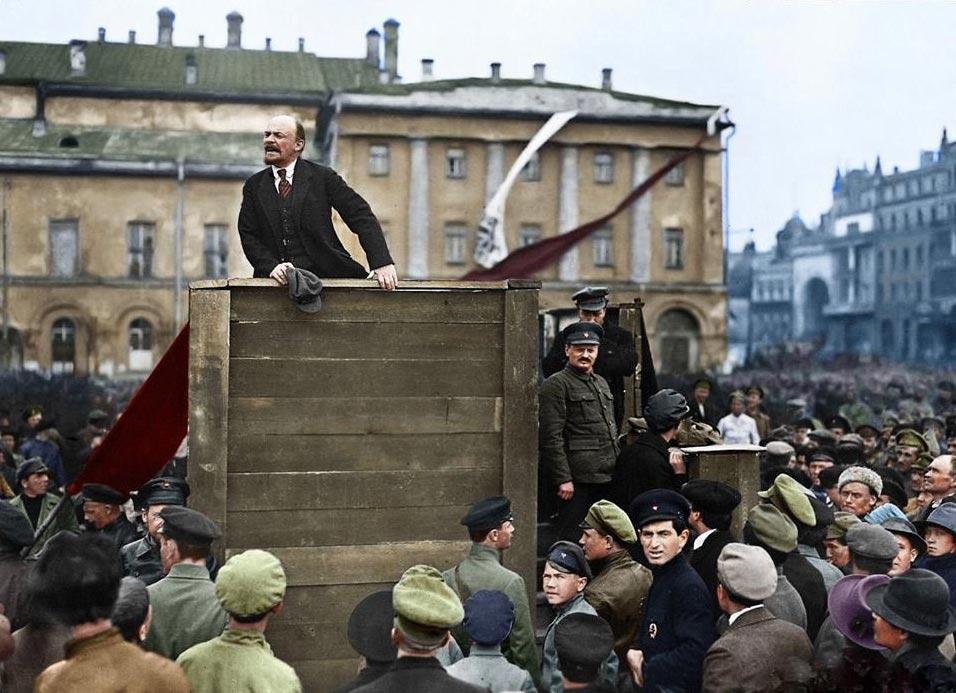 История России фото Выступление Ленина перед войсками