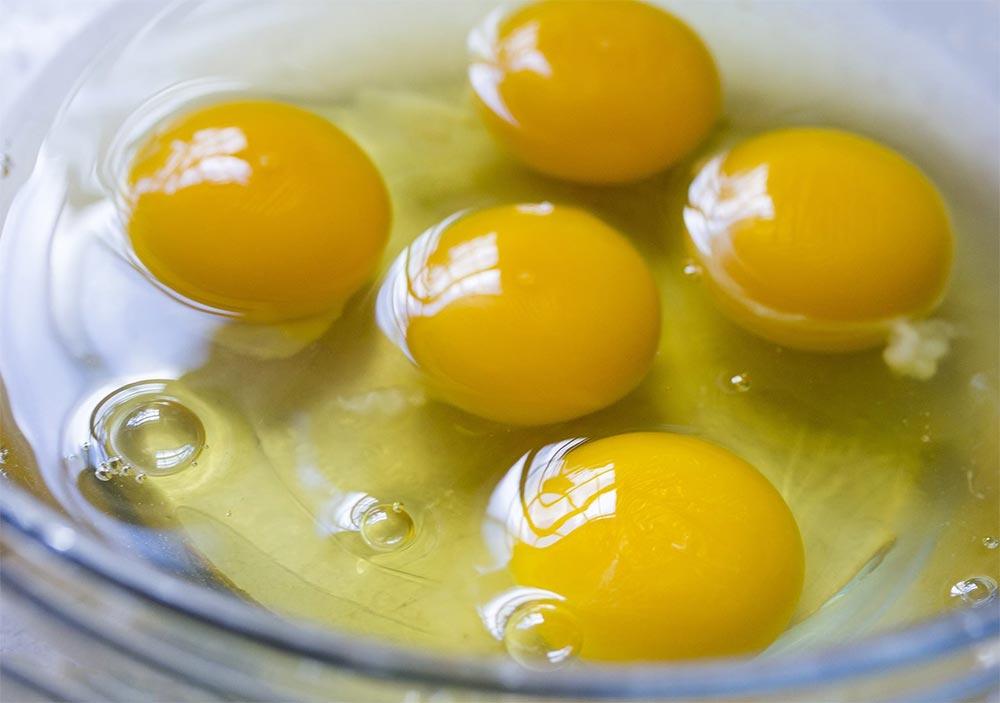 продукты можно хранить в морозилке Яичные желтки и белки