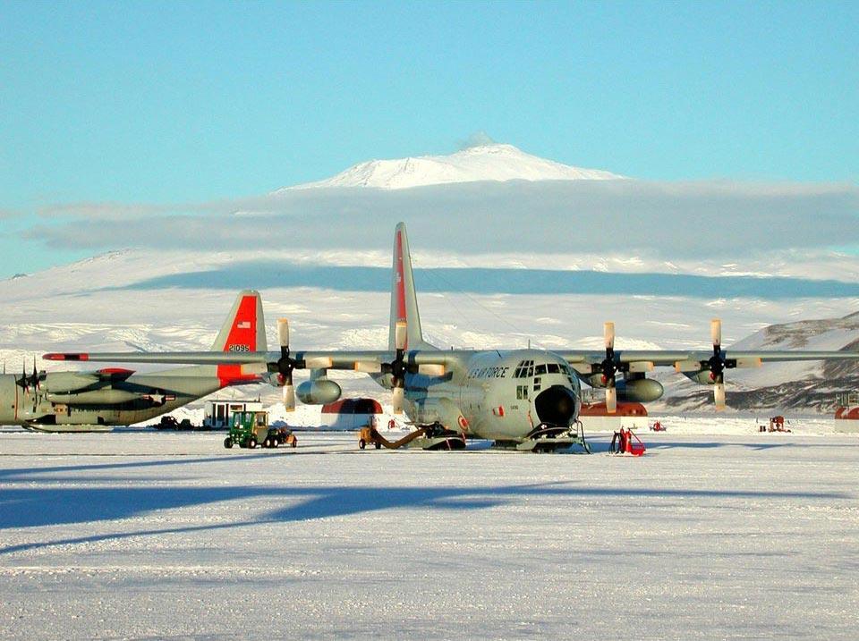 страшные взлетно-посадочные полосы Sea Ice Runway Макмердо-Саунд Антарктика