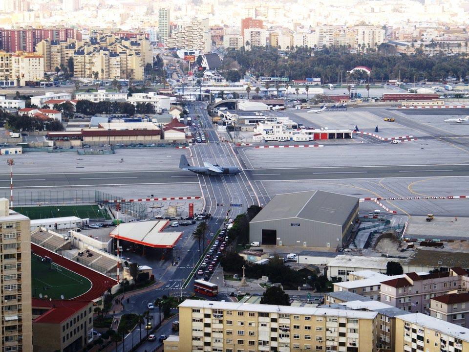 страшные взлетно-посадочные полосы Международный аэропорт Гибралтара Гибралтар