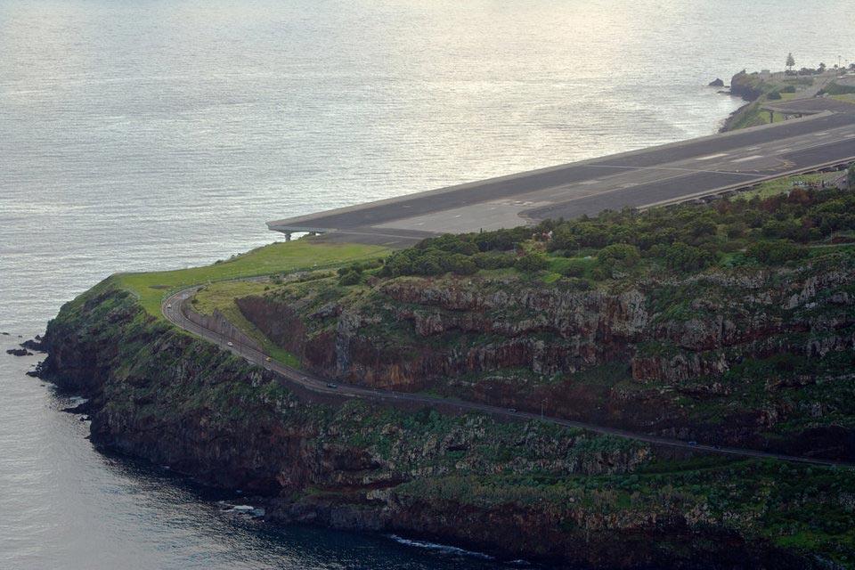 страшные взлетно-посадочные полосы аэропорт Мадейра Португалия