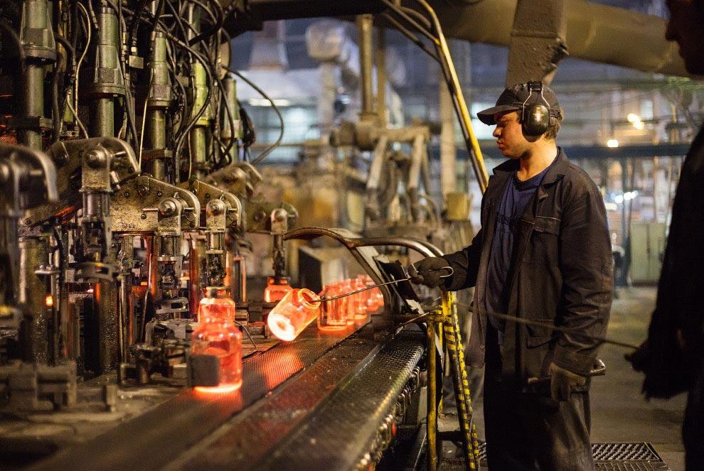 Рождение стеклянной бутылки Новосибирск ОАО Завод Экран