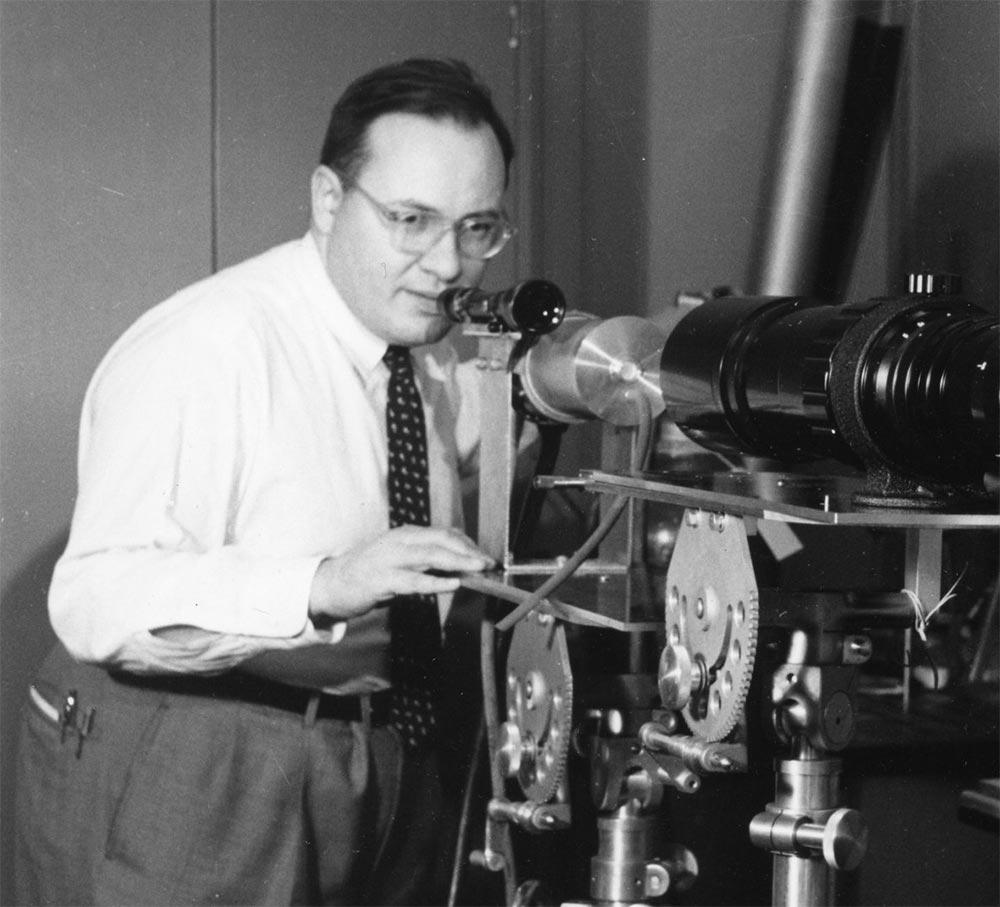 История создания лазера Американский физик, обосновавший возможность создания лазера, Нобелевский лауреат Артур Леонард Шавлов