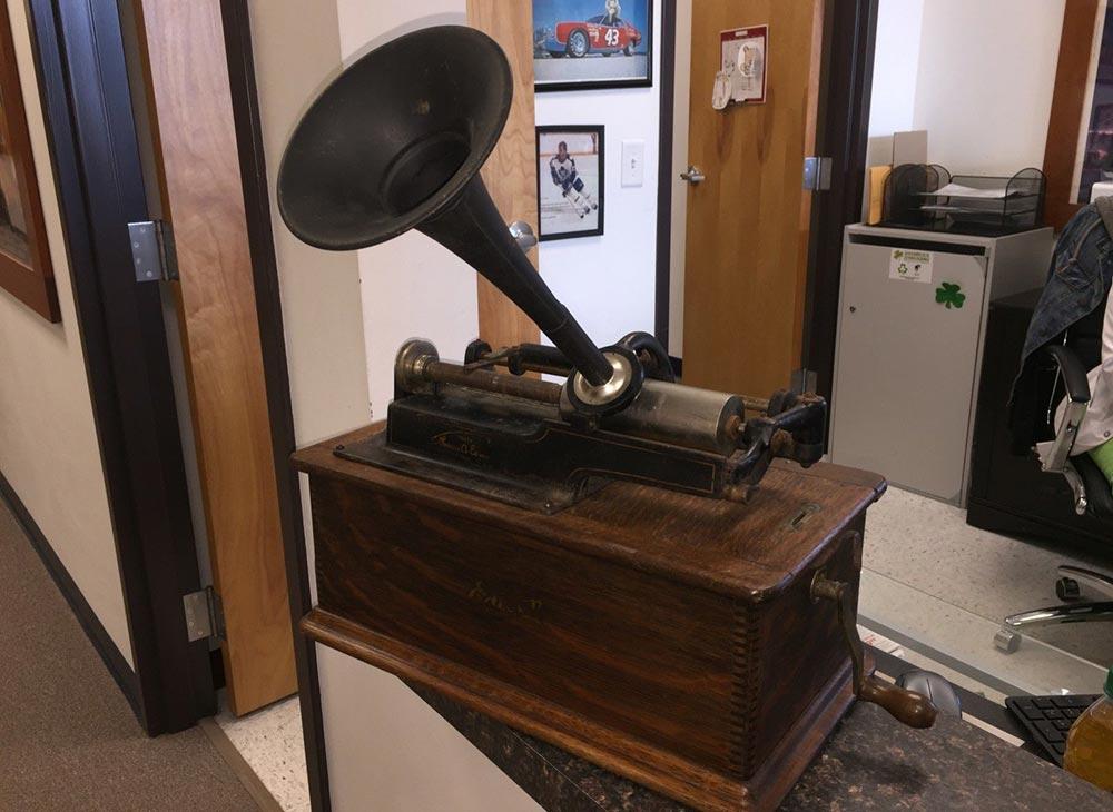 изобретения промышленной революции фонограф Томас Эдисон