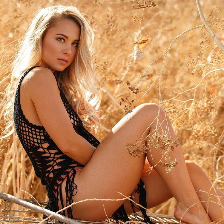 model Sarah Houchens модель Сара Хоученс