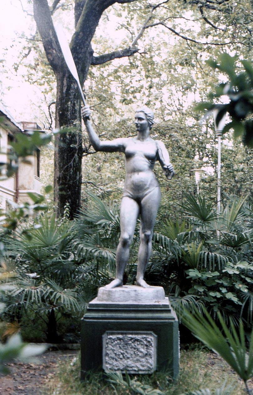 Сочи в фотографиях 80-х годов Статуя в саду