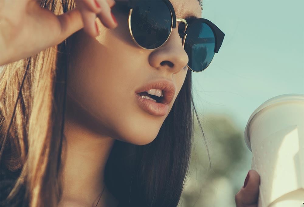 ужасные привычки использование солнцезащитных очков девушки