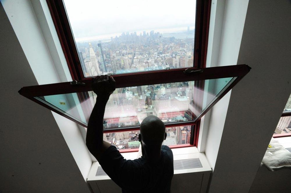 Мойка окон на небоскребе Эмпайр-стейт-билдинг