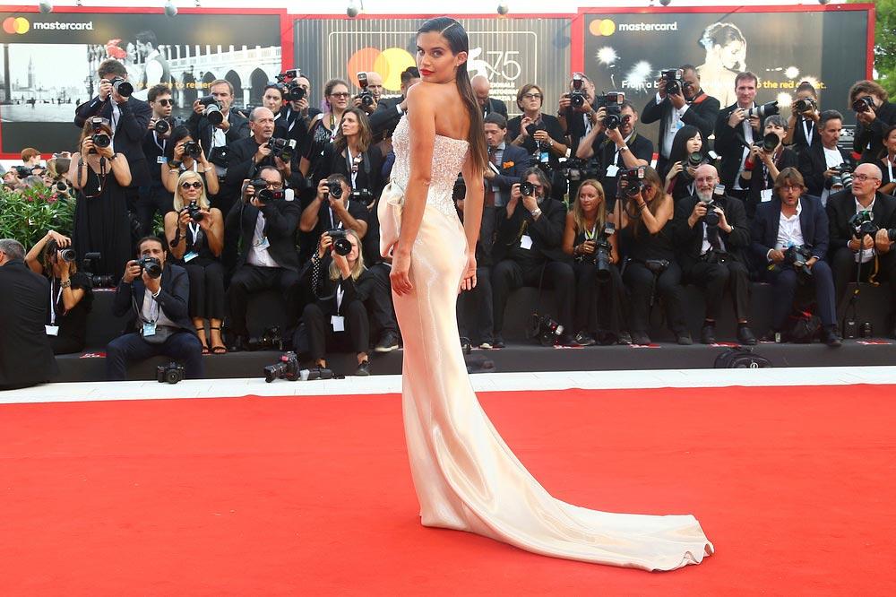 Красная дорожка Венецианского кинофестиваля знаменитости Sara Sampaio