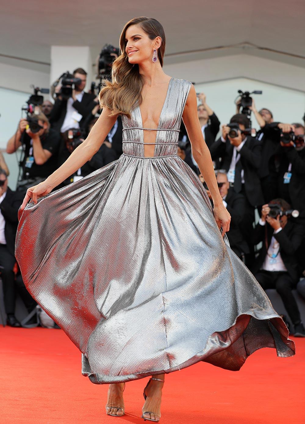Красная дорожка Венецианского кинофестиваля знаменитости Изабель Гуларт