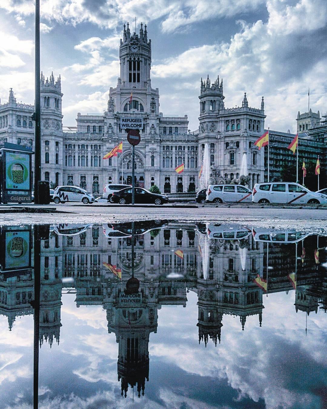 Гвидо Гутьеррес Guido Gutierrez Скрытые параллельные миры, в отражениях луж