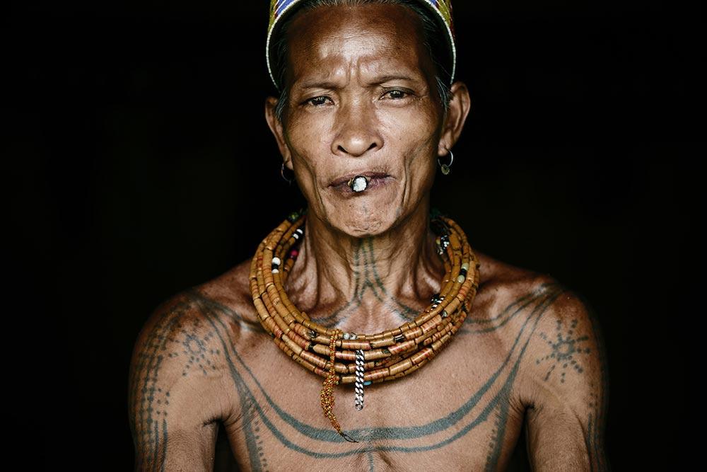 Исчезающие племена Африки и Азии Племя Ментавай Mentawai Индонезия
