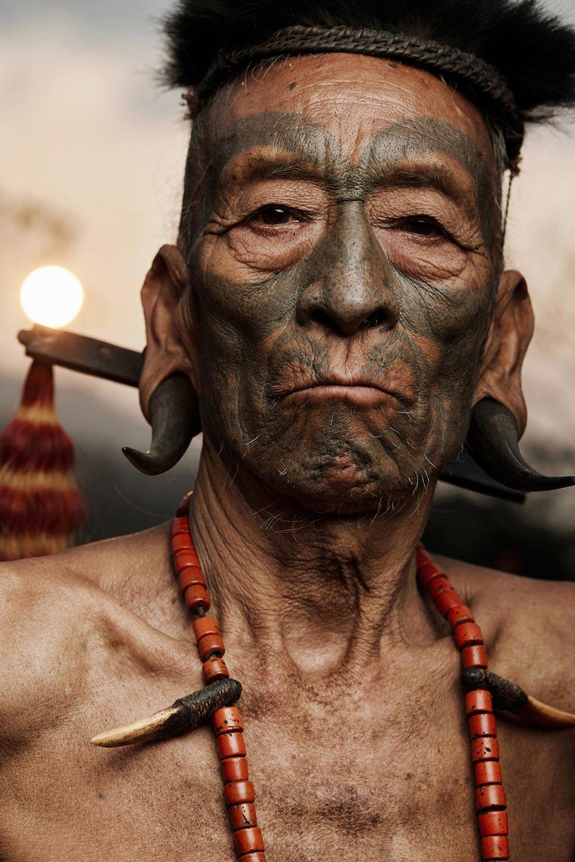 Исчезающие племена Африки и Азии Племя Коньяк Konyak Индия