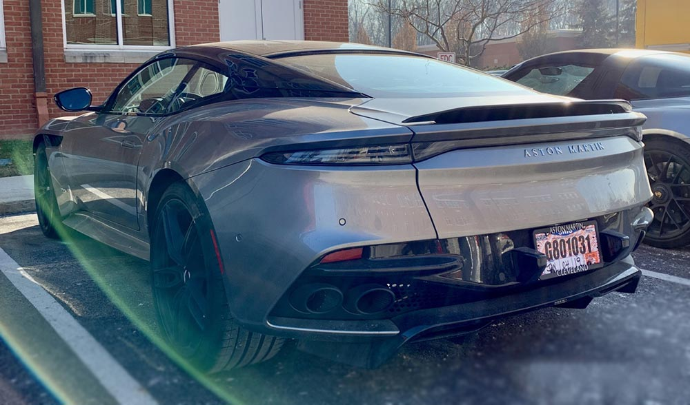 суперкар supercar Aston Martin DBS Superleggera