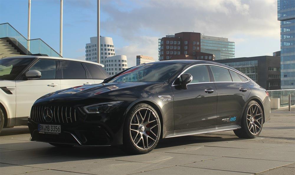Крутой Mercedes-AMG GT 63