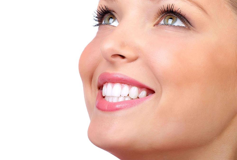 лайфхаки как выглядеть эффектно без макияжа белоснежная улыбка