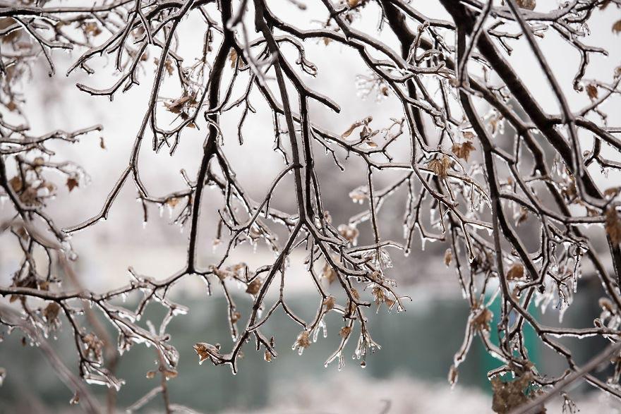 Дождь в мороз, и красивый и страшный